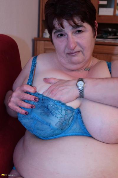 Pregnant amateur milfs