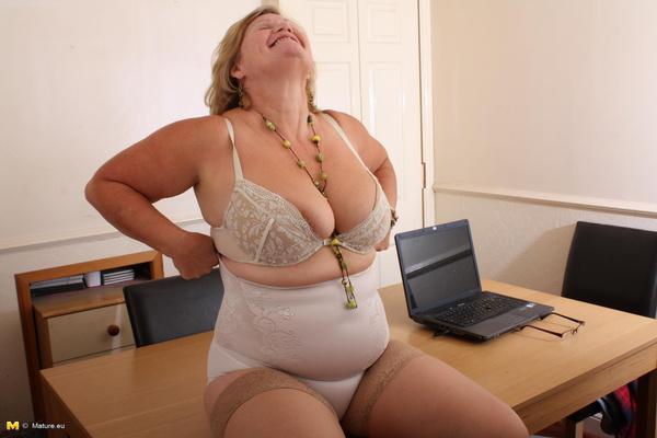 hot mature secretary getting dirty