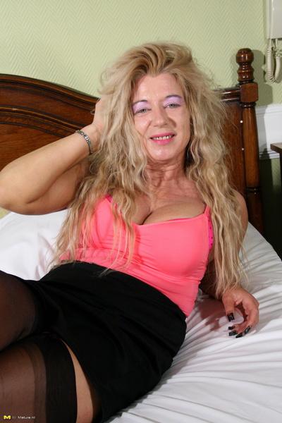 Mature slut white hot