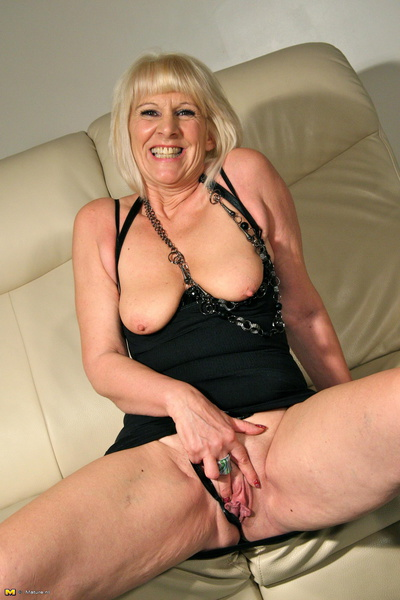 A sexy milf going solo