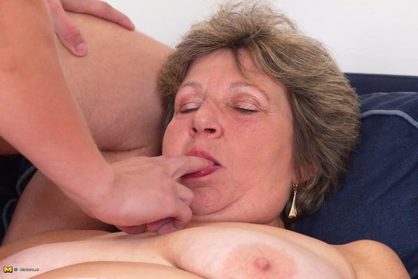 Granny ass porno