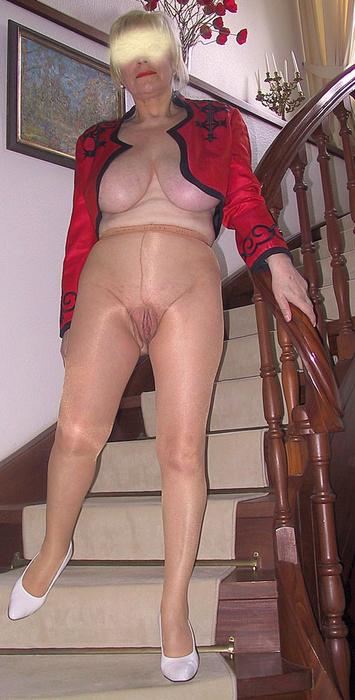 Horny Mature Slut Gets Her Tits