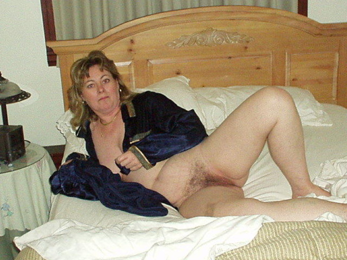 Mature Sits On Sofa And Spreads Her Legs For Hot Pussy View-1209